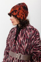 Tanja hat Rust and black warm hat